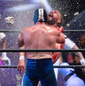 Blue Demon Jr. destroza tabique en el rostro de Dr. Wagner Jr.
