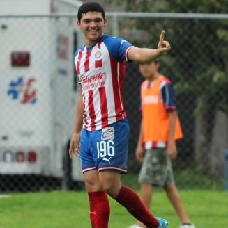 Chevy Martínez celebra un gol con Chivas Sub 20