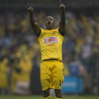 Chucho Benitez, en festejo en el Estadio Azteca
