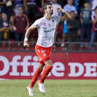 Rodrigo Noya celebra un gol con Necaxa