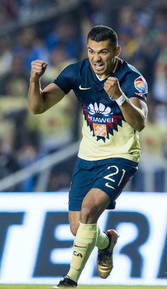 Henry Martín festeja gol contra Querétaro en la J1 del C2018