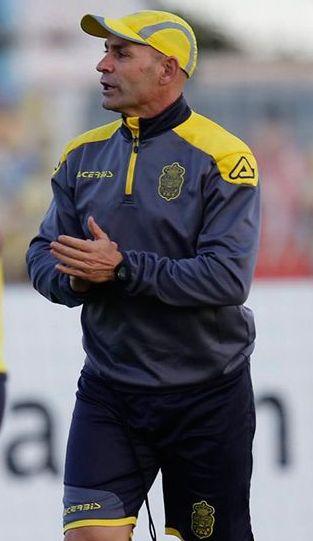 Paco Jémez da indicaciones a sus jugadores de Las Palmas