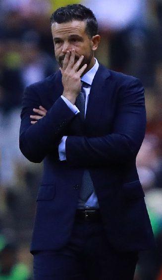 Puente Jr., preocupado durante el juego contra América