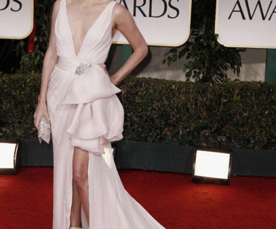 Charlize Theron optó por un vestido claro. FOTO: AP