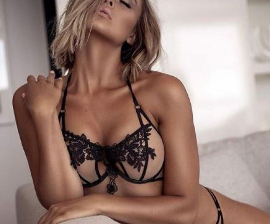 Josefine Forsberg, sensualidad de pies a cabeza