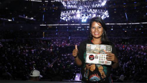 La ganadora Rubi Blanco San Agustín posa para la foto con su suplemento de RÉCORD