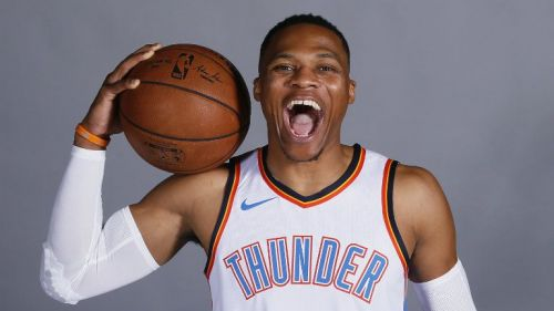 Russell Westbrook posa muy feliz en el media day de Oklahoma City