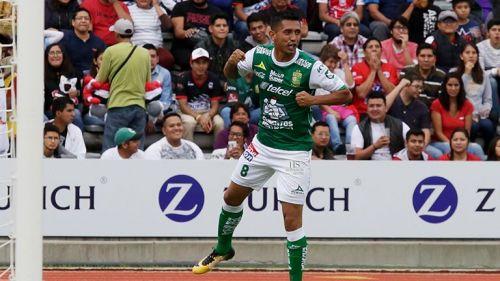 Elías Hernández festeja un gol con León