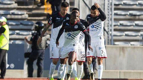 Julián Quiñones celebra su gol contra Cruz Azul