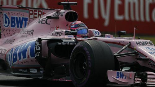 Sergio Pérez en su monoplaza durante el GP de México