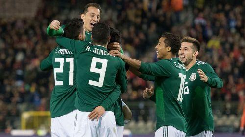 México celebra un gol en un amistoso