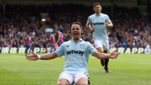 Javier Hernández celebra gol con West Ham