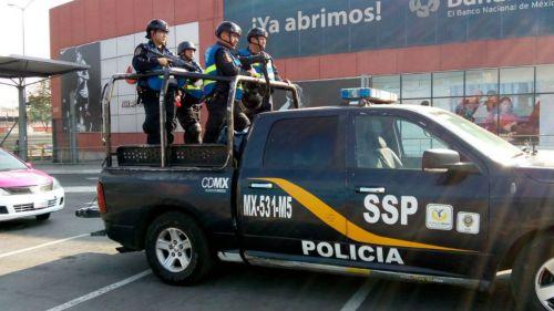 Elementos de la policía durante operativo en el EdoMex