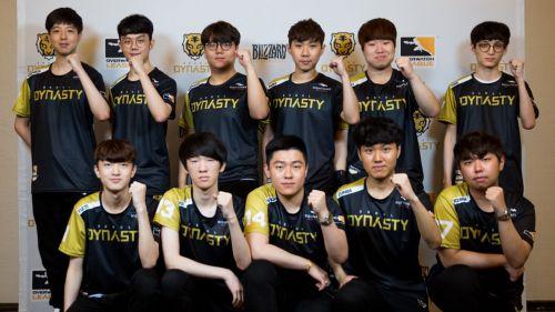 Los jugadores del Seoul Dynasty posan tras el triunfo