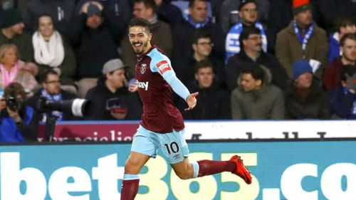 Lanzini festeja segundo gol contra el Huddersfield