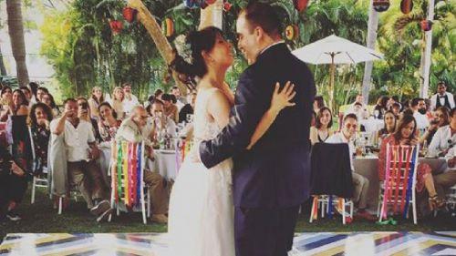 Sopitas y Valeria bailan en su boda