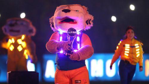 La mascota de Tigres presenta el título del Apertura 2017