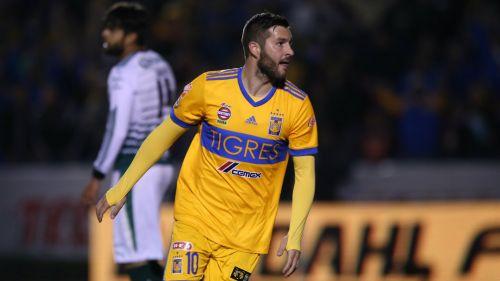 Gignac celebra su gol frente a Santos en el Clausura 2018