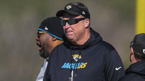 Doug Marrone en un entrenamiento con Jaguars