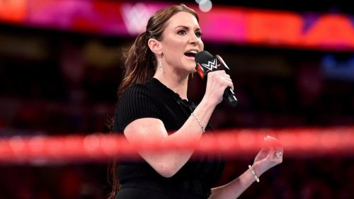 Stephanie McMahon durante RAW