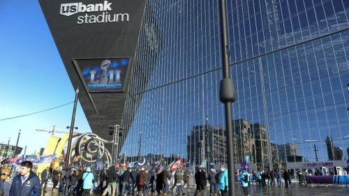 Aficionados entrando al US Bank Stadium