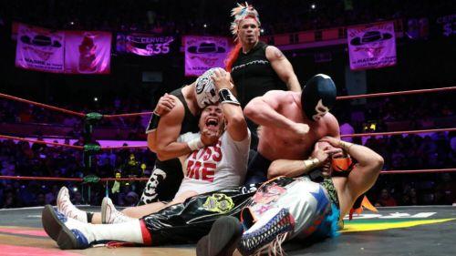 Demon e Hijo de Dr. Wagner Jr atacan a Clown y Máximo