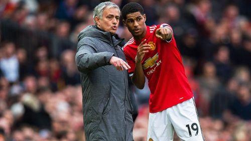 Rashford recibe indicaciones de Mourinho