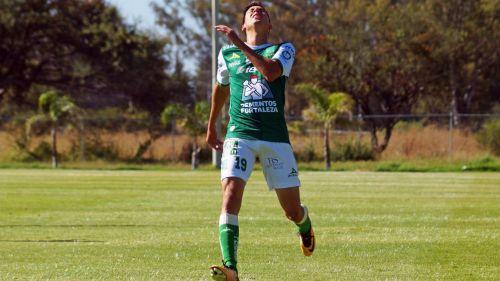 Mauro Lainez, en lamento durante un juego con León