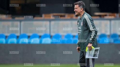 Juan Carlos Osorio en el entrenamiento del Tri