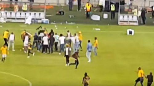 Aficionados del Kaizer Chiefs, en la cancha del Moses Mabhida Stadium