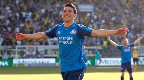 Hirving Lozano celebra un gol con el PSV Eindhoven
