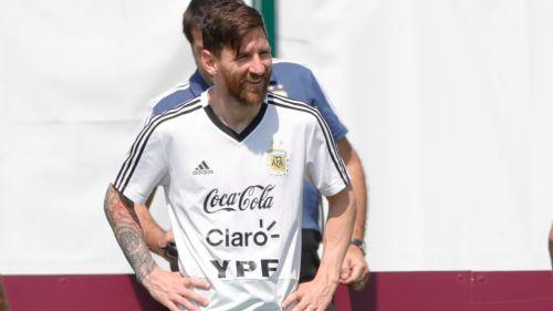 Messi disfruta de una sesión con Argentina en Rusia
