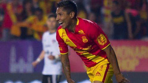 Ruidíaz celebra un gol con Morelia