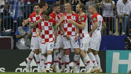 Jugadores de Croacia festejan un gol