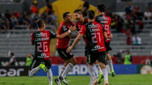 Jugadores celebran gol contra Veracruz