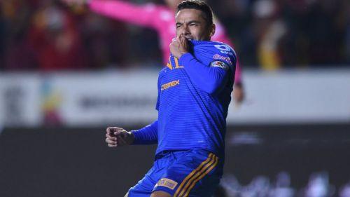Juninho festeja su gol en el partido contra Morelia
