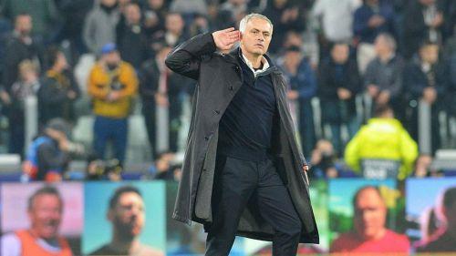 José Mourinho hace el gesto a la afición