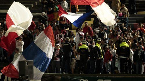 Afición de Chivas apoya a su equipo en el Estadio 'Chivo' Córdoba