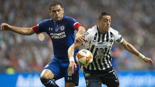 Pablo Aguilar y Funes Mori disputan el balón en la reciente Final de Copa MX