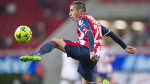 Alejandro Zendejas durante un partido de Chivas