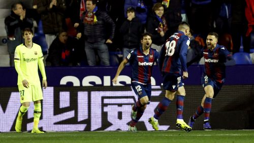 Levante festeja gol de Cabaco ante Barcelona