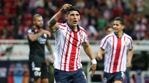 Alan Pulido festeja gol contra Xolos en la J1 del C2019