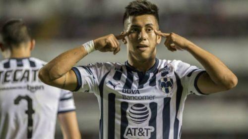 Maxi Meza festeja su gol ante Gallos