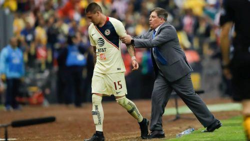 Nicolás Castillo sale de cambio en el Clásico Nacional