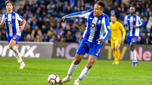 Éder Militão durante un partido del Porto