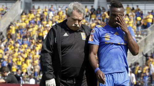 Quiñones abandona el terreno de juego tras lesión
