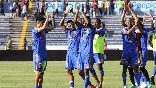 Tigres celebra con su afición luego del triunfo ante Lobos BUAP