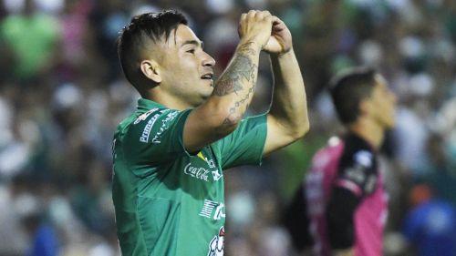 Jean Meneses festeja un gol con el León