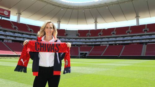 Nelly Simón durante su presentación Gerente Deportivo de Chivas Femenil