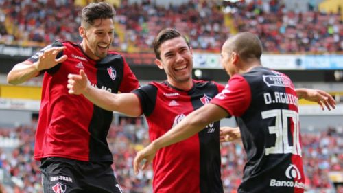 Vigón festeja gol en el Estadio Jalisco